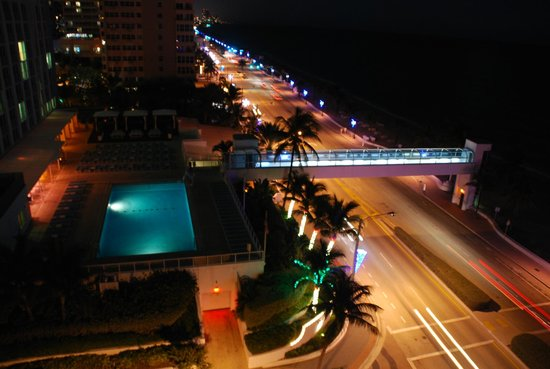 The Westin Beach Resort, Fort Lauderdale: View from southern tower by night