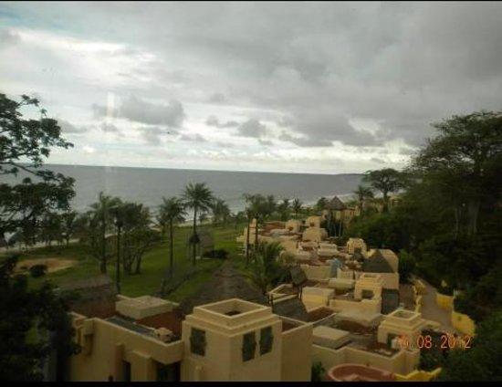 Gambia Coral Beach Hotel & Spa : Vista del hotel desde la planta de recepción