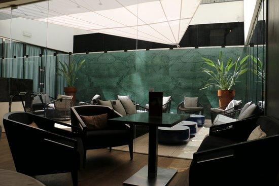 K+K Hotel Picasso: lobby bar