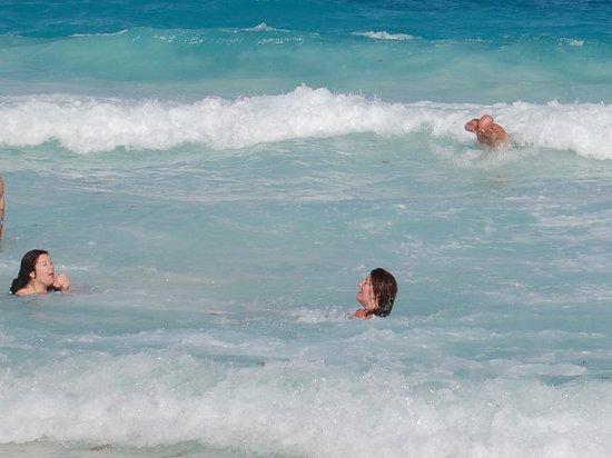 Secrets The Vine Cancun: enjoying the water