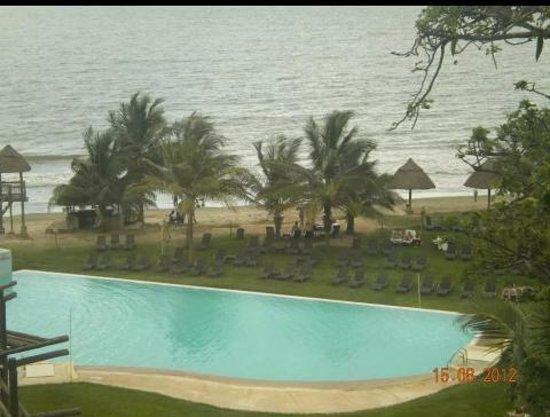 Gambia Coral Beach Hotel & Spa : Piscina junto a la playa