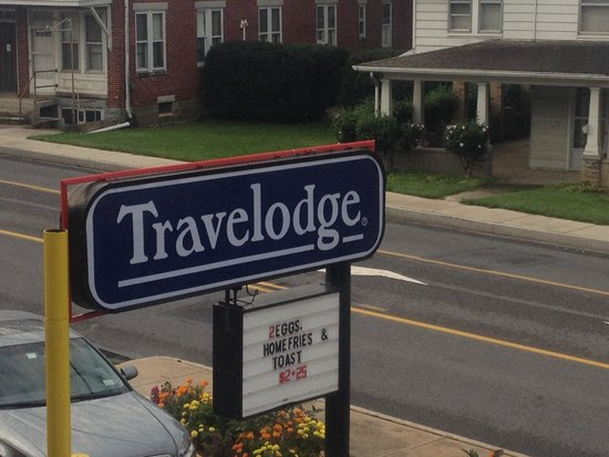 Travelodge Chambersburg: Front of hotel, View from our room