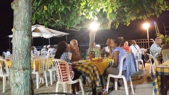 Agriturismo Santa Margherita : Wartende Gäste auf Abendessen