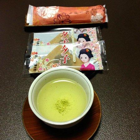 Watazen: Welcoming green tea, Kyoto sweets & refreshing towel