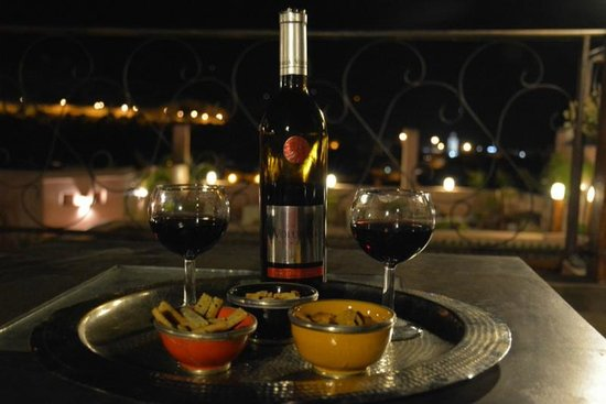 Riad Laaroussa Hotel and Spa : Drinks on the roof
