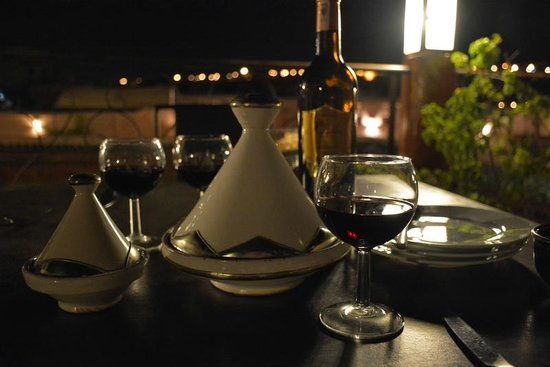 Riad Laaroussa Hotel and Spa : Dinner on the roof