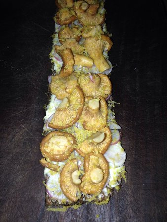 Bar Tartine : Chanterelle mushroom tartine