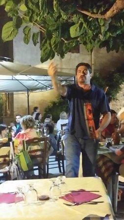 Agriturismo Santa Margherita: Abendunterhaltung mit Pepa (Giuseppe)