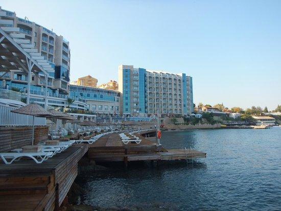 Charisma De Luxe Hotel: 海のウッドデッキからの眺め