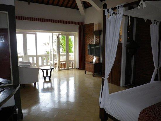 AVANI Quy Nhon Resort & Spa: Blick vom Eingangsbereich ins Zimmer.