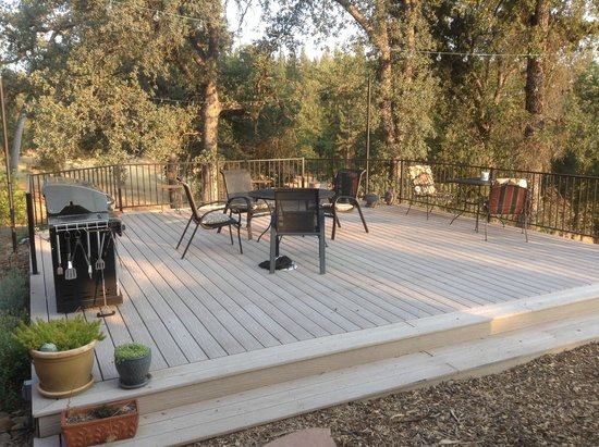 Red Tail Ranch: patio
