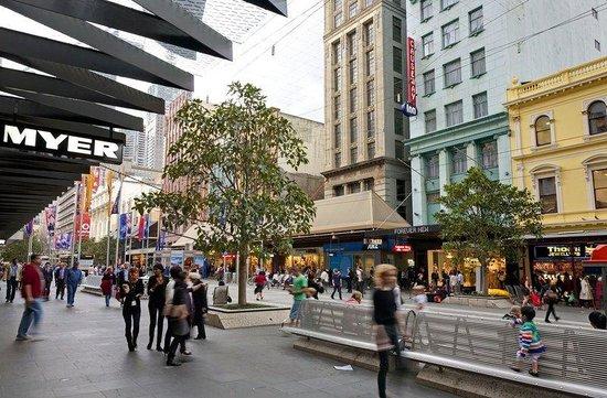 كوزواي إن أون ذا مول: Bourke Street Mall