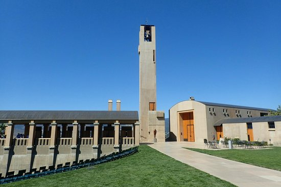 Mission Hill Family Estate Winery: Lovely architecture