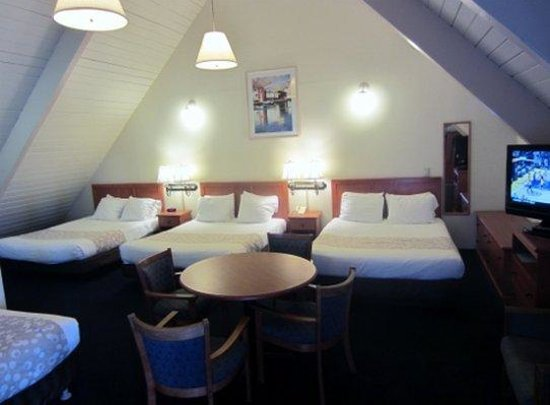 Newport Channel Inn: Queen Bedsand Single Bed