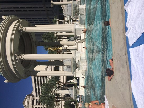 Caesars Palace: The pool was fabulous