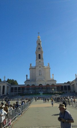 Shrine of our Lady of the Rosary of Fatima: Front view
