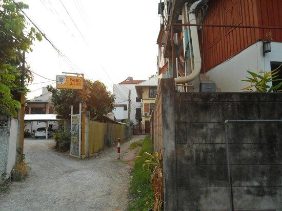 Baan JaJa: Entrance from soi