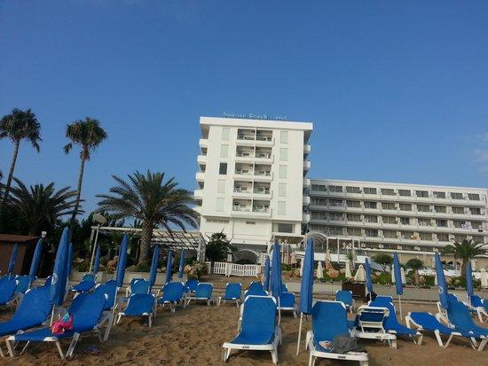 Sunrise Beach Hotel: Beach