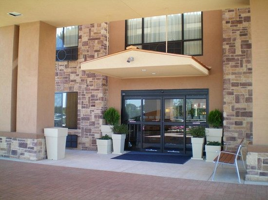 Holiday Inn Express Hotel & Suites Mineral Wells: Hotel Entrance
