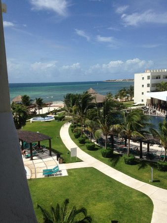 Secrets Silversands Riviera Cancun: daytime view of grounds