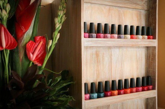 Skin Spa & Organic Waxing Salon: OPI Nail Lacquers and Flowers