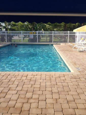 Orlando S.E. / Lake Whippoorwill KOA: Pool is 3 to 5 feet