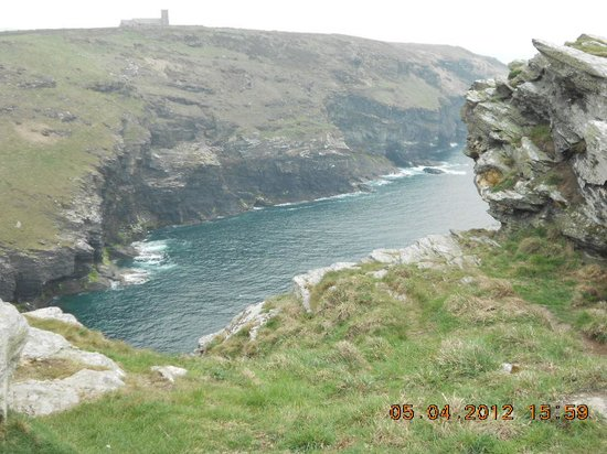 Tintagel Castle : Cliffs from above
