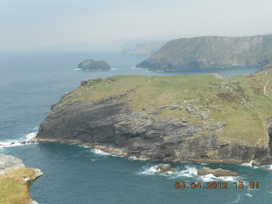 Tintagel Castle : coastline towards Irish Sea