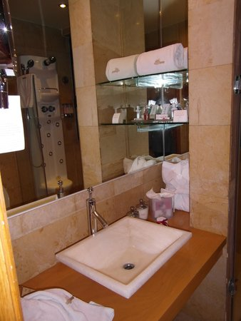 Suites Contempo: łazienka