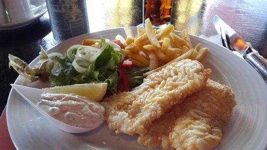 Pestana Carlton Madeira: Excellent fish and chips at the Pub