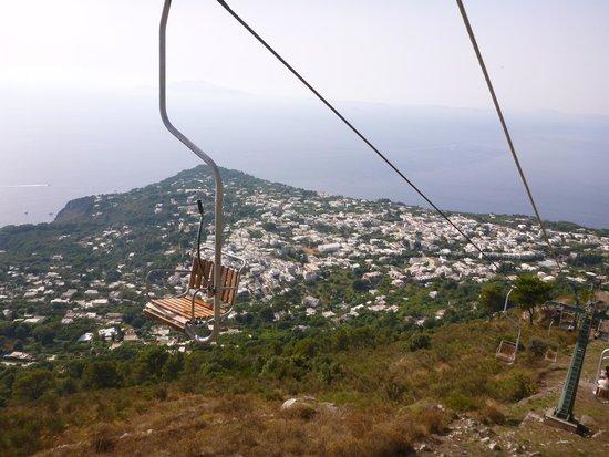 Mount Solaro : 下りのリフトから