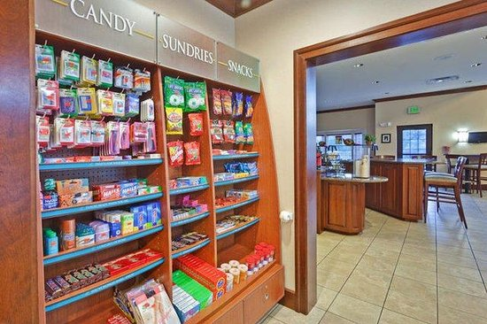 Staybridge Suites Rochester University: Pantry Store Snacks and Sundries