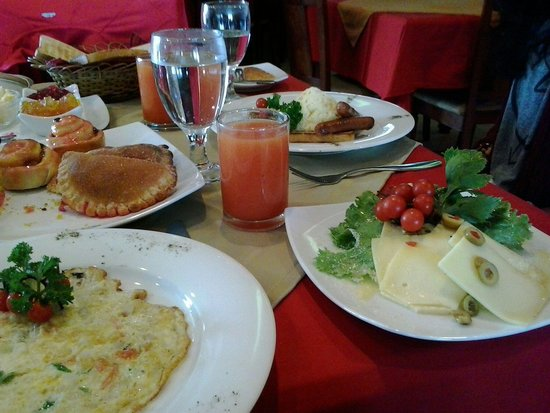 Olympus Plaza Hotel: Breakfast is served!!