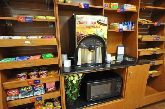 Candlewood Suites Richmond Airport : The Candlewood Cupboard