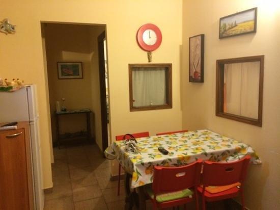 B&B Villa il Roseto: Soggiorno/Cucina :-)