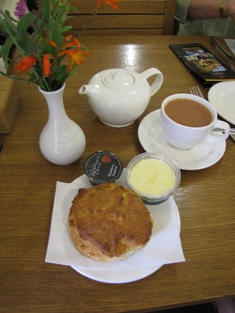Tintagel Castle: cracking cream tea at the EH cafe
