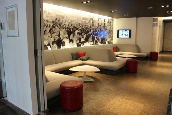 Novotel Montreal Center : Lobby