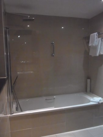 Ashling Hotel Bathroom 2