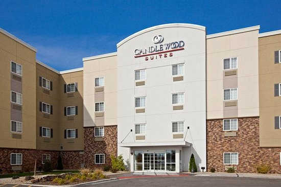 Candlewood Suites Springfield: Entrance