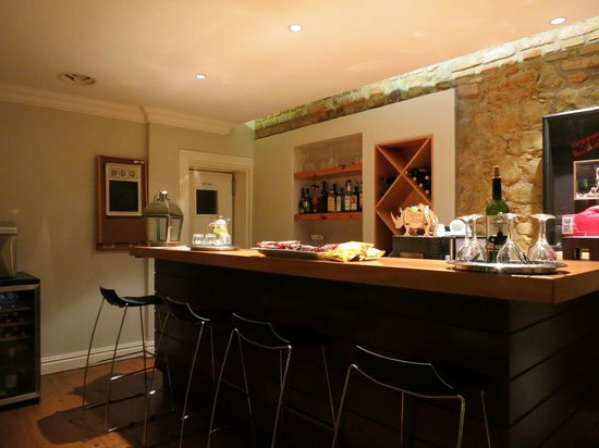 The Three Boutique Hotel: Bar and eating area