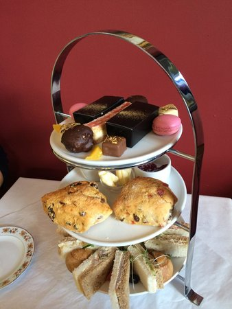 Healey Dell Heritage Centre and Tea Rooms: Beautiful edible gold afternoon tea