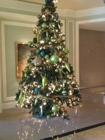 The Ritz-Carlton, Grand Cayman : Just one of the beautiful Christmas trees