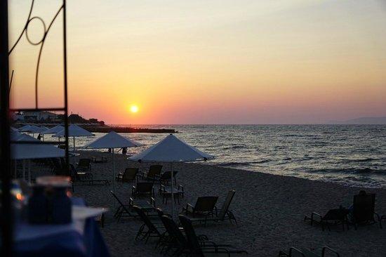 Aldemar Royal Mare Thalasso Resort : Sunset on the beach