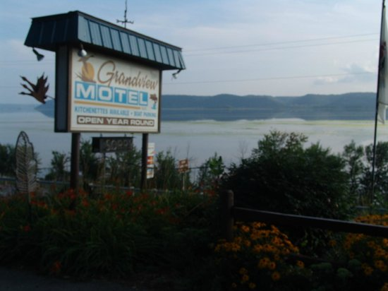 Grandview Motel: The river view