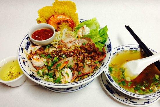 Restaurant Charme Cochinchine: Soupe Cochinchine avec panier de crevette