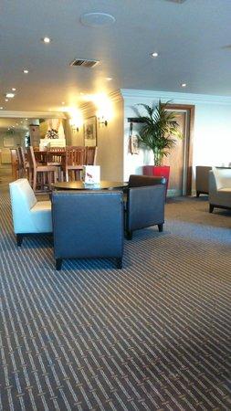 Holiday Inn Chester South: bar area