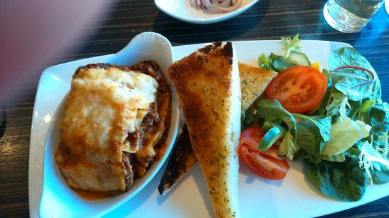 Holiday Inn Chester South: meal in the bar