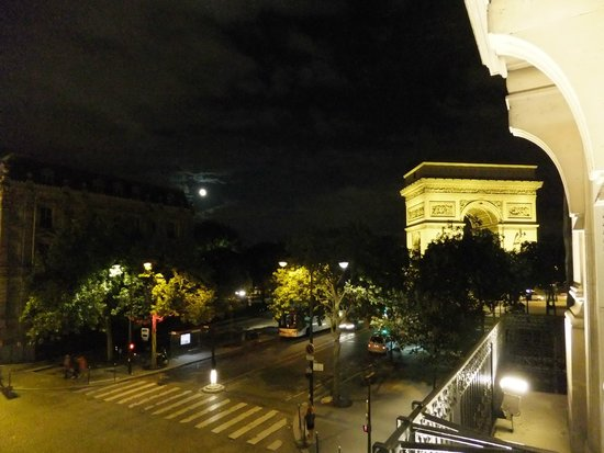 Splendid Etoile Hotel: 窓から凱旋門がみれます。