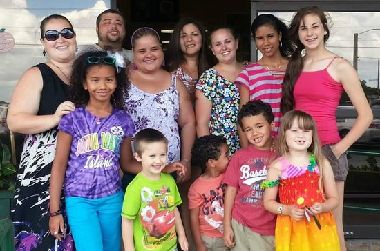 Bradenton, FL: All the  cousins together at the entrance...