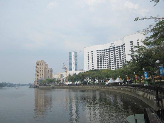Hilton Kuching : Hotel from riverwalk